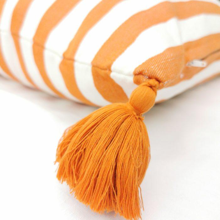 Moko mas tyynynpäällinen tupsut oranssi 50x70 lähi