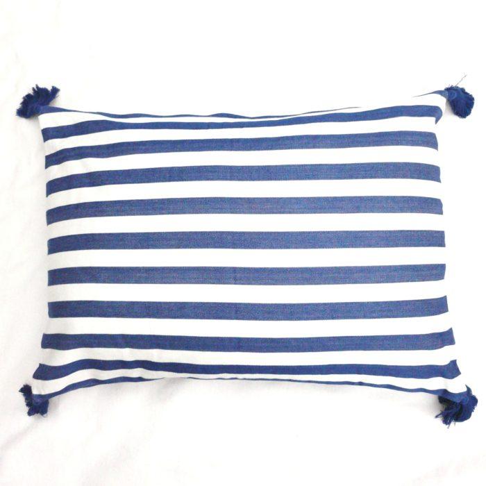 Moko mas tyynynpäällinen tupsut sininen 50x70