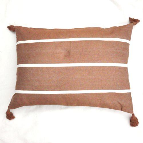 Moko mas tyynynpäällinen tupsut tiili 50x70