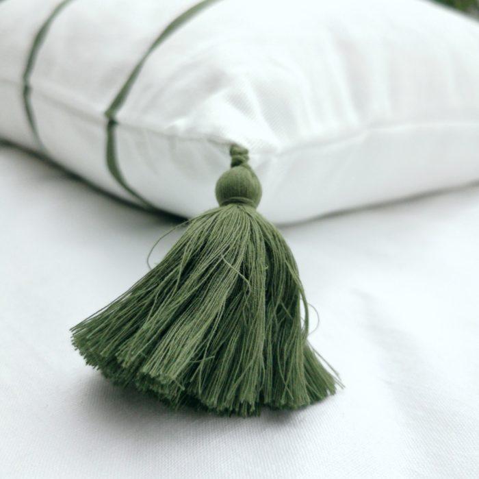 Moko mas tyynynpäällinen tupsut vihreä 50x70 lähi
