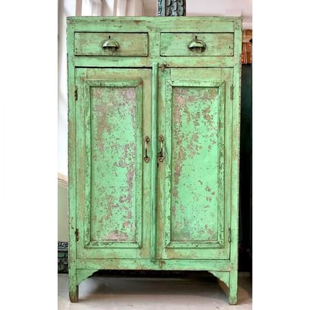 vihreä umpiovinen vintagekaappi